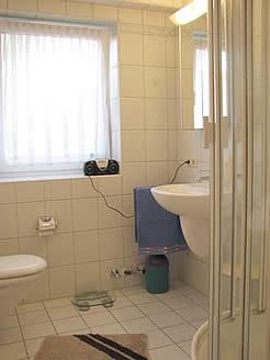 ferienwohnung badezimmer ferienwohnung hannover fewo hameln ferienwohnung f r hameln. Black Bedroom Furniture Sets. Home Design Ideas